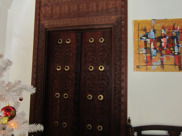 Doors in the lobby of the Maru Maru